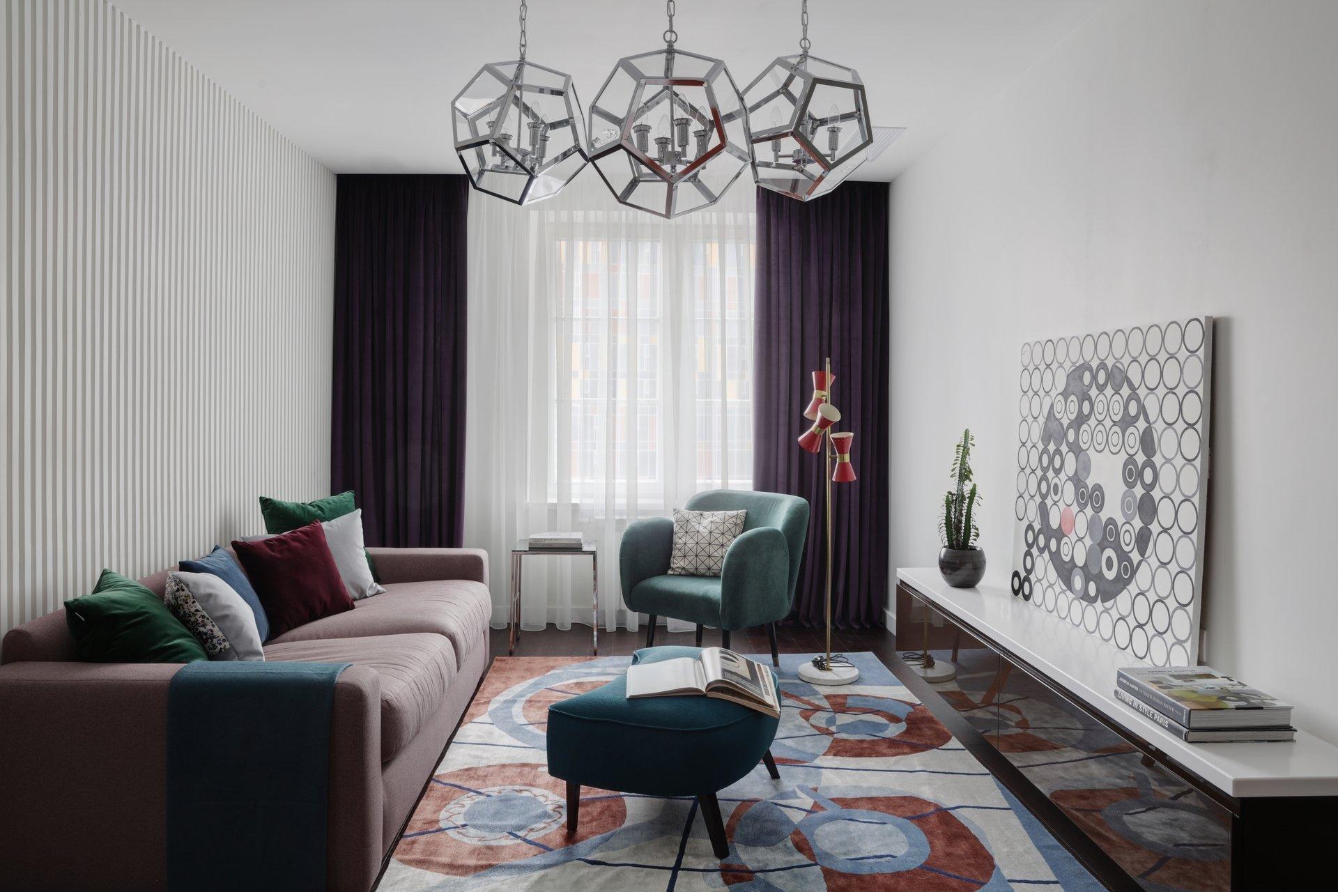 Дизайн гостиной 18 кв. м с диваном