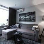 Дизайн гостиной-спальни с кроватью в нише. Фото проекта