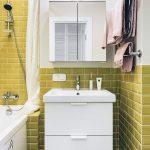 Дизайн ванной 3 м в скандинавском стиле с желтым кабанчиком