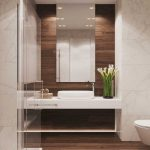 Дизайн ванной комнаты 3 кв. м. с плиткой под дерево