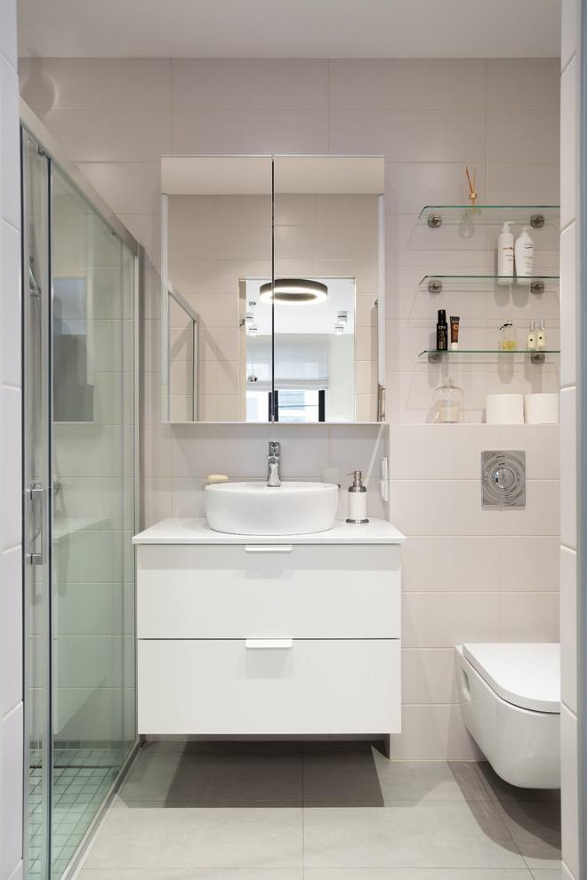 Дизайн ванной с душевой кабиной и туалетом