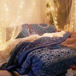 гирлянда над кроватью