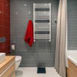 Красно-серая ванная площадью 4 кв. м