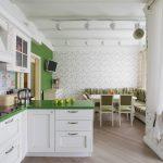 Кухня прованс с зеленой столешницей с диваном