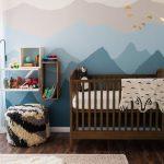голубые обои в комнате младенца