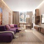 Современная идея гостиной 20 кв.м. с лиловым диваном