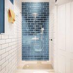 Современная ванная комната с плиткой кабанчик голубого и белого цветов