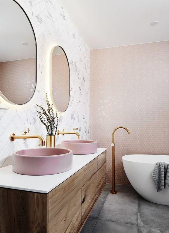 ванная розового цвета